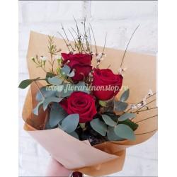 3 trandafiri livrare la domiciliu