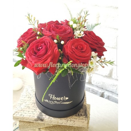 Cutie 7 trandafiri roșii