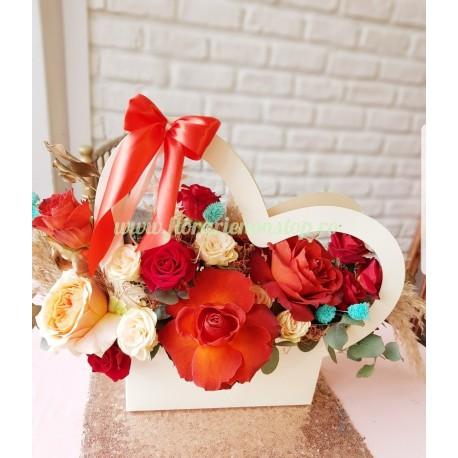 Cutie cu flori inima