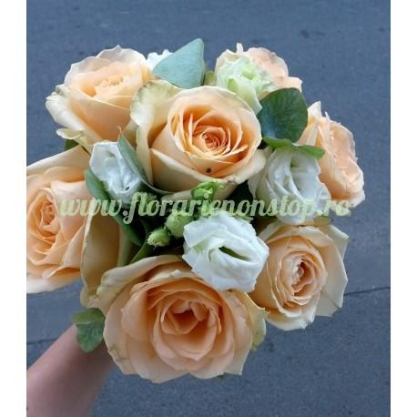 Trandafiri si Lisianthus