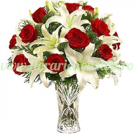 Buchet trandafiri rosii si Crini Imperial Albi