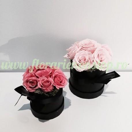 Cutie cu 7 trandafiri