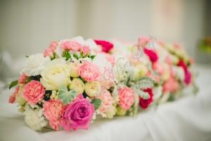 Prezidiu-masa-mirilor-nunta-2014-aranjamente-florale-nunta-cluj