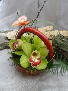 aranjament-floral-paste-vas-ceramic-livrare-flori-la-domiciliu-cluj