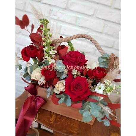 Ladita cu trandafiri roșii
