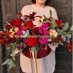 Cutie visinie cu flori de toamna