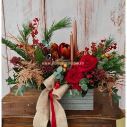 Aranjament floral masa Craciun cu lumanari