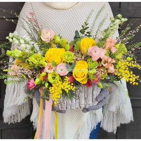 Cos cu flori multicolor