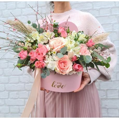 Aranjament trandafiri roz inima