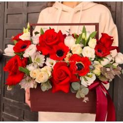 Ladita cu flori rosii