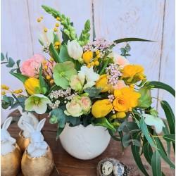 Flori in ghiveci ceramic de Paste