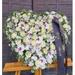 Inima funerara flori naturale trandafiri și orhidee