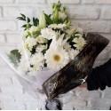Aranjament  funerar din flori albe