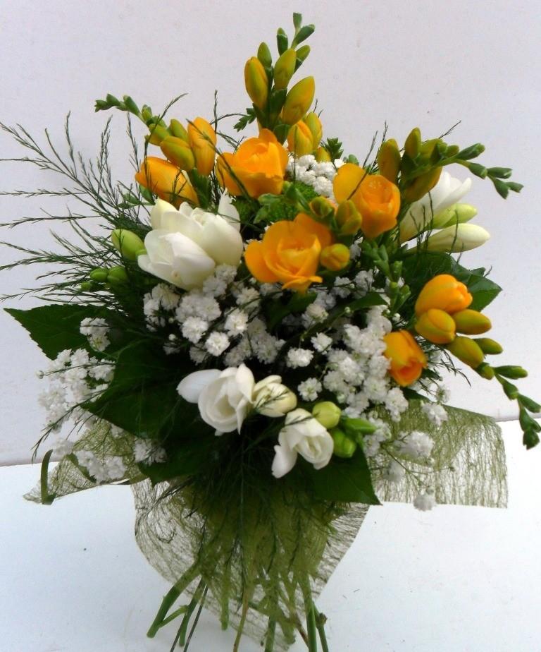 buchete de flori pentru zi de nastere Flori Cluj Buchet Yellow Attention buchete de flori pentru zi de nastere