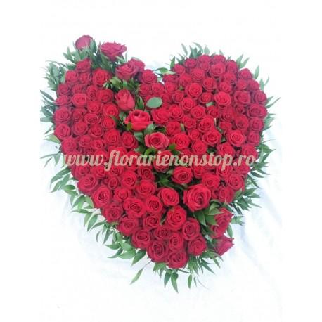Aranjament inima mare trandafiri rosii
