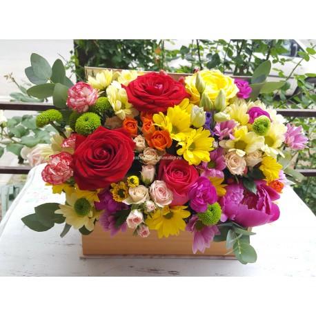 Cutie cu mix de flori