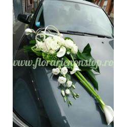 Aranjament de flori pentru masina la nunta